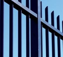 Clôture barreaudée universelle bleue