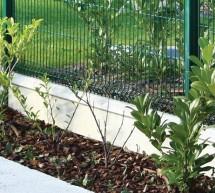 Plaque béton de soubassement pour clôtures rigides ou clôtures en rouleaux