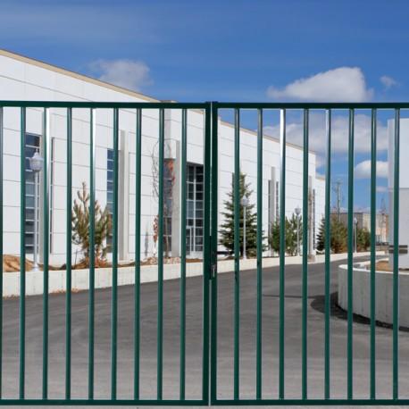 Kit portail pivotant barreaudé vert prêt à poser